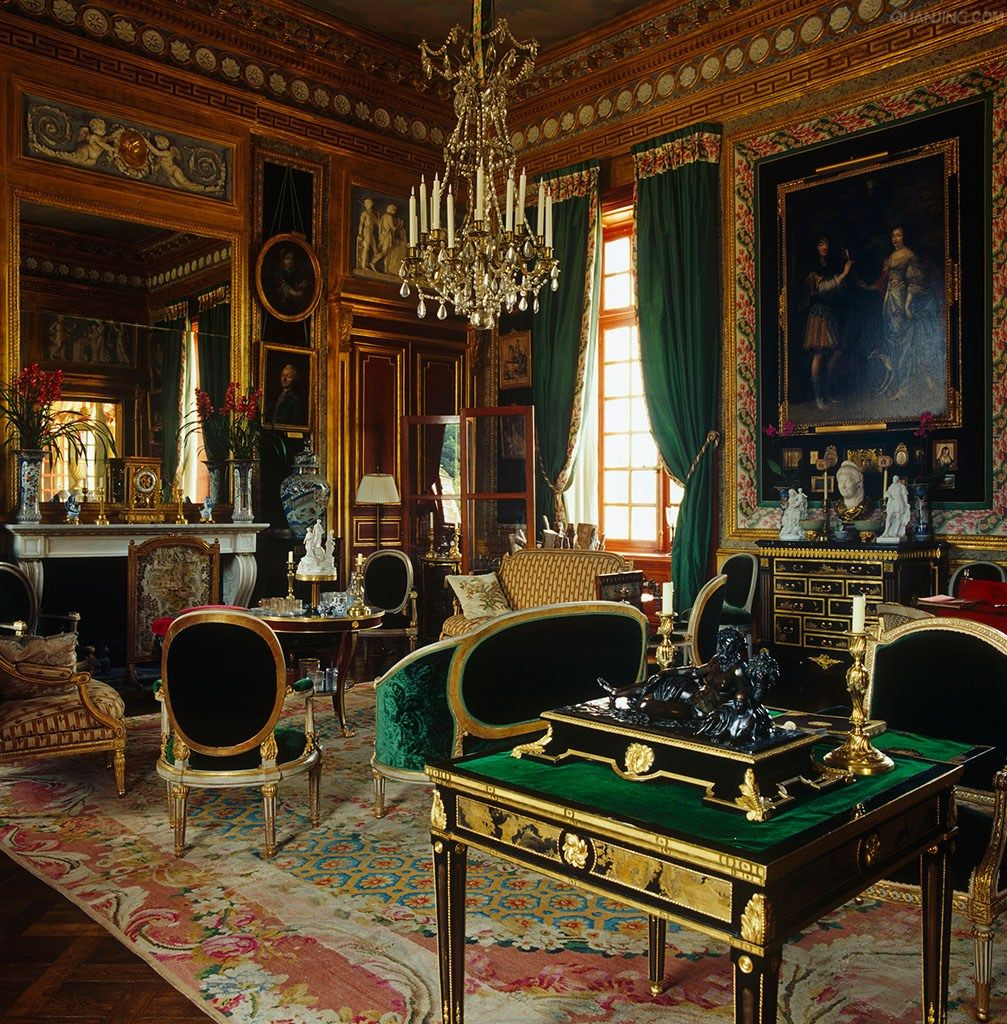 Living room in french chateau of jacques garcia for Art decoration france