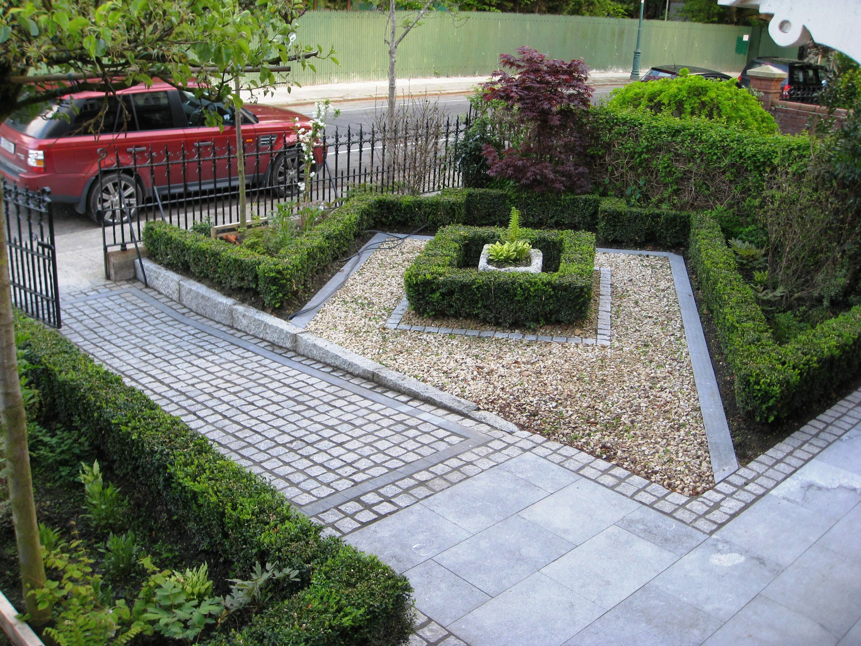 Lovely no lawn front yard in formal style glorious for Small garden plans uk