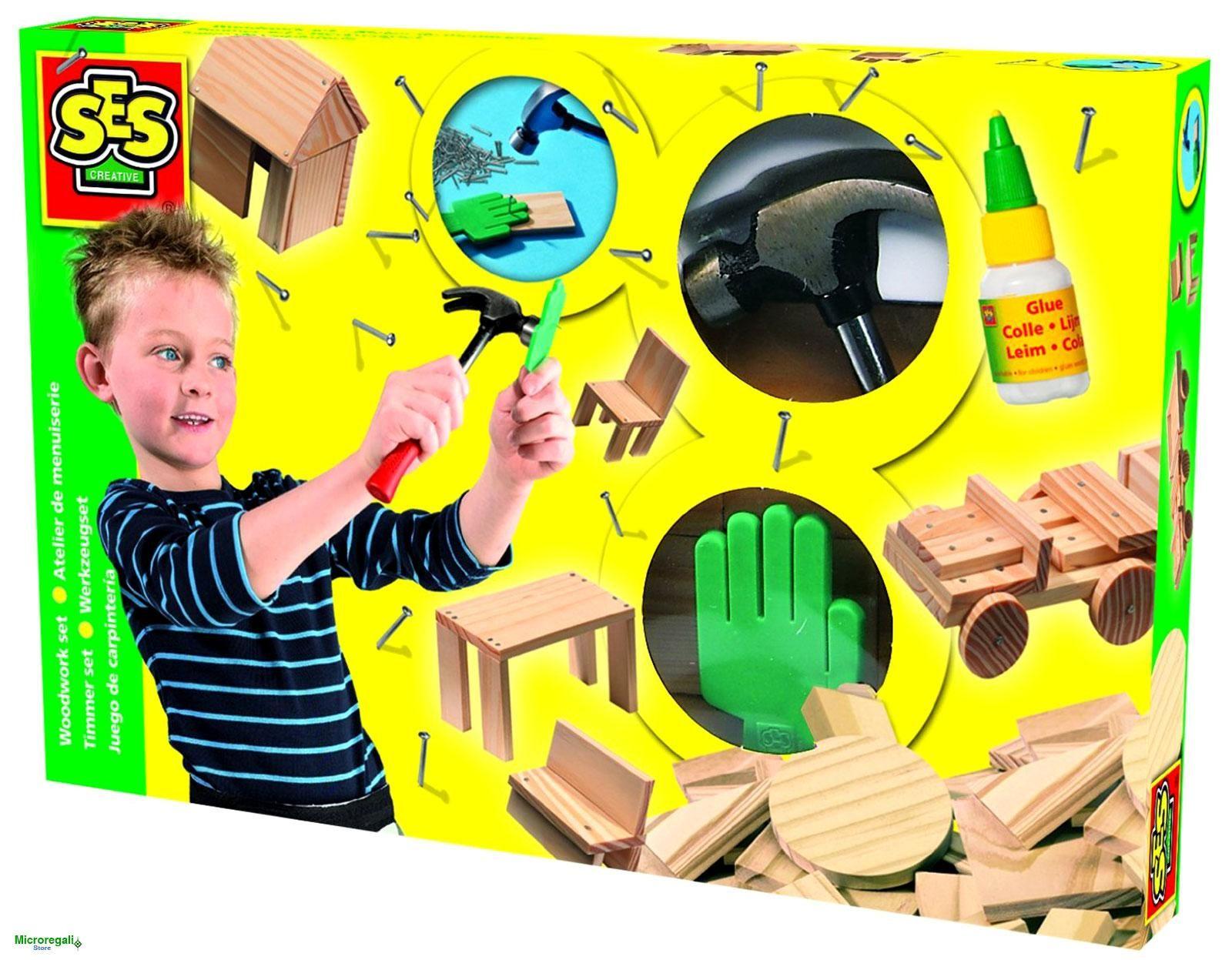 Costruzioni in Legno ATELIER DEL COSTRUTTORE per bambini 5 anniCostruzioni in Legno per imparare a costruire con un vero martello e con i chiodi. Le assi sono pretagliate per poter costruire tanti modelli diversi e la