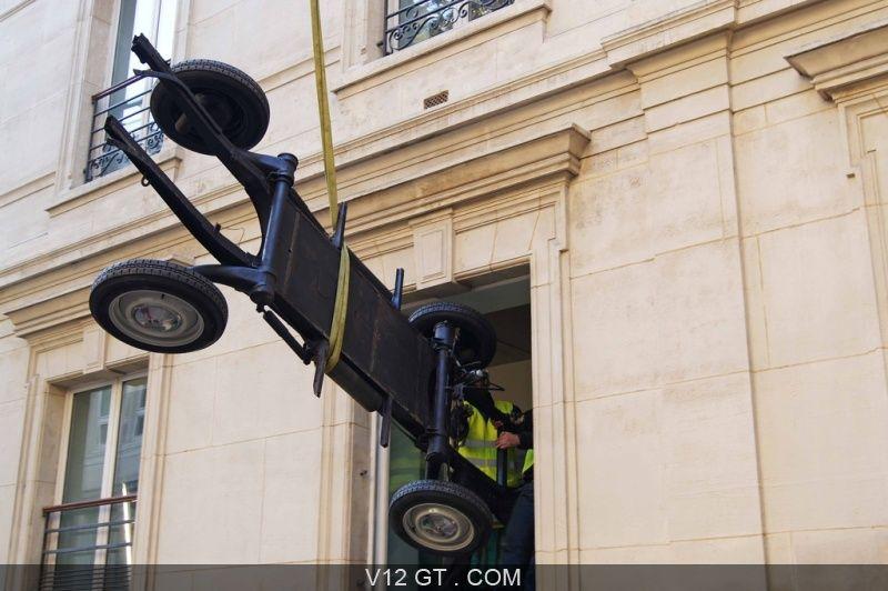 V12 gt installe une citroên 2cv dans les bureaux de google france