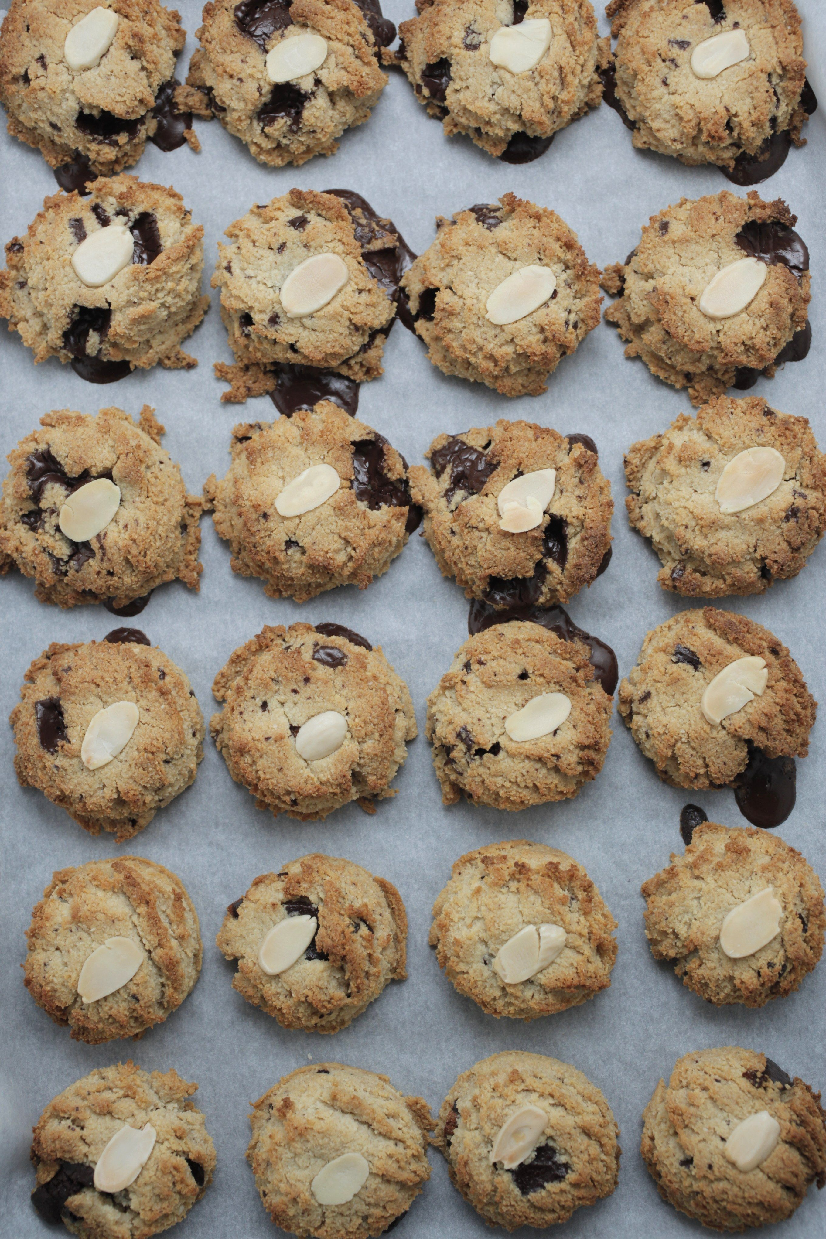 Healthy Chocolate Chip Cookies  www.thehealthychef.com
