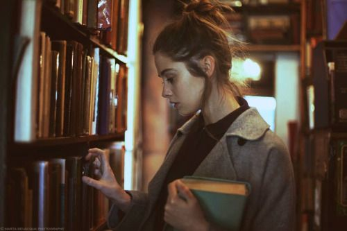 bibliophile-exhibitionism:   Beautiful Bookworms