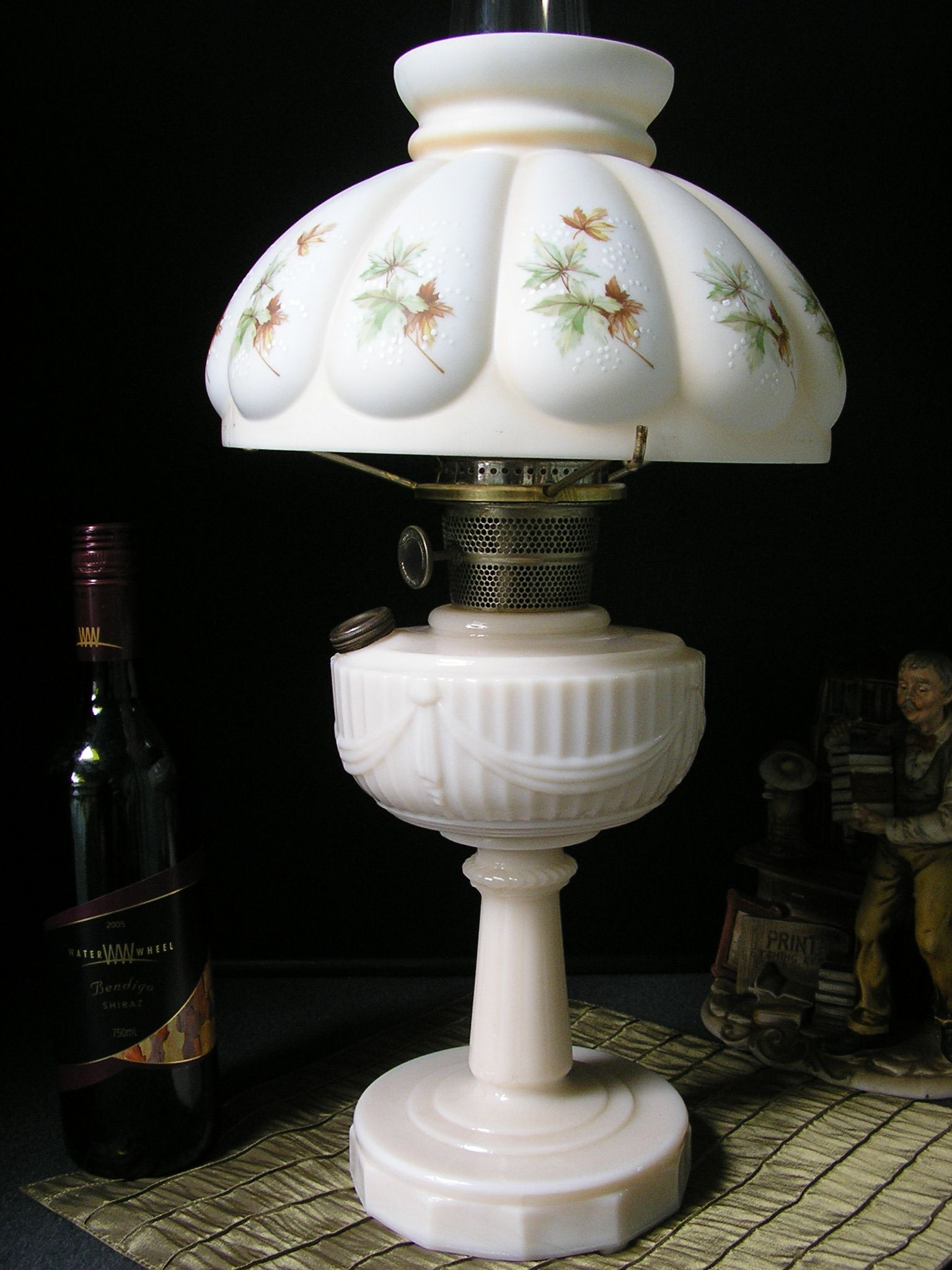 Aladdin alacite tall lincoln drape mantle lamp with transfer aladdin alacite tall lincoln drape mantle lamp with transfer decorated melon style shade geotapseo Image collections