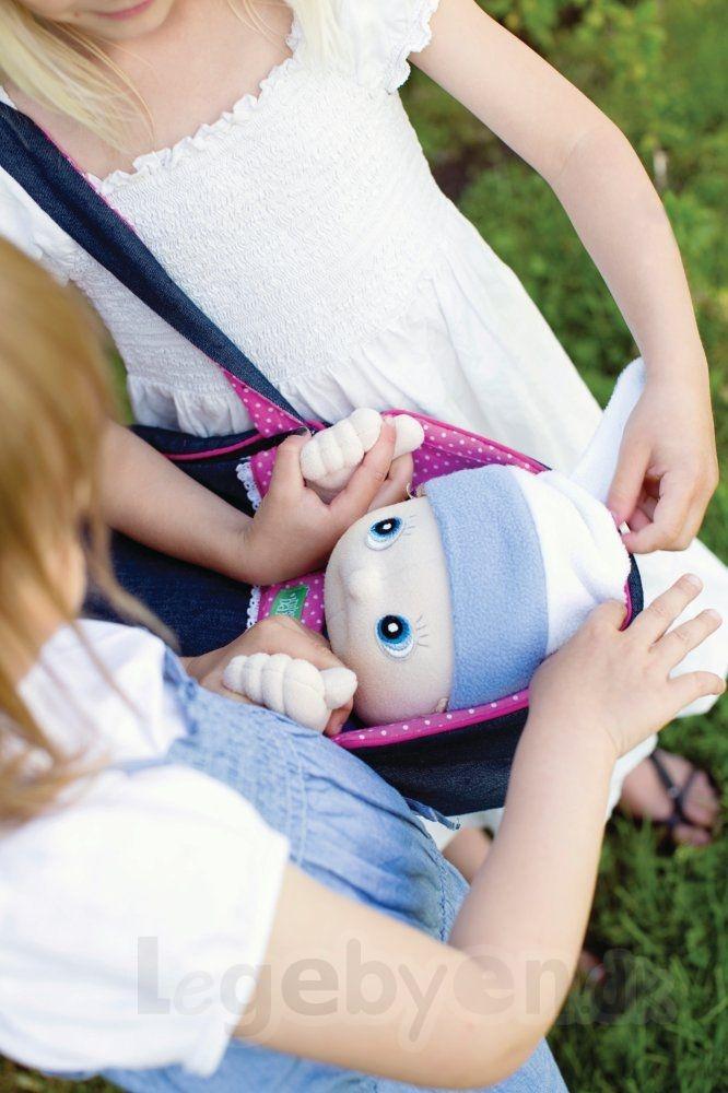 Rubens Baby Dukkeliften gør det sjovt at tage din dukke med på tur... #RubensBarn #RubensBaby #RubensErik #Legebyen #LegebyenDK #Rubens #Swedishtoys #RubensAccessories