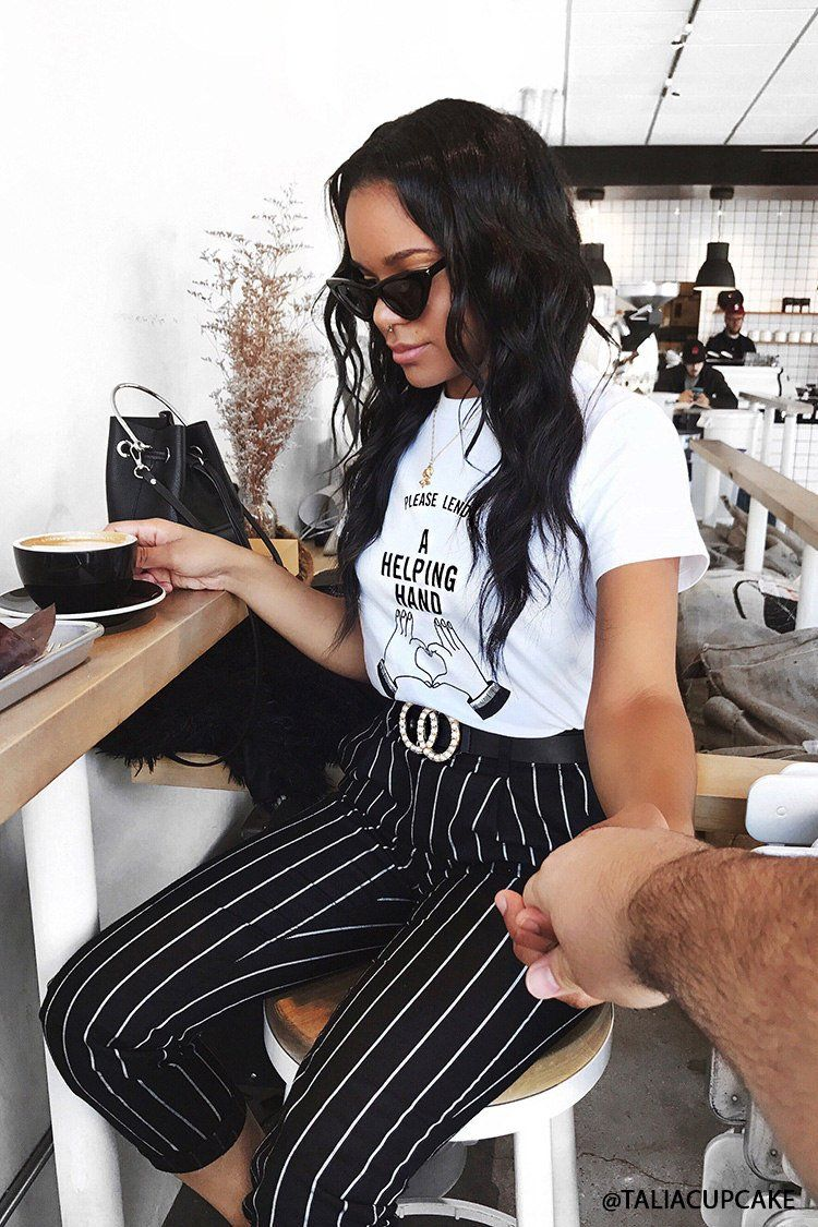 Product Name:Helping Hand Graphic Tee, Category:top_blouses, Price:12.9