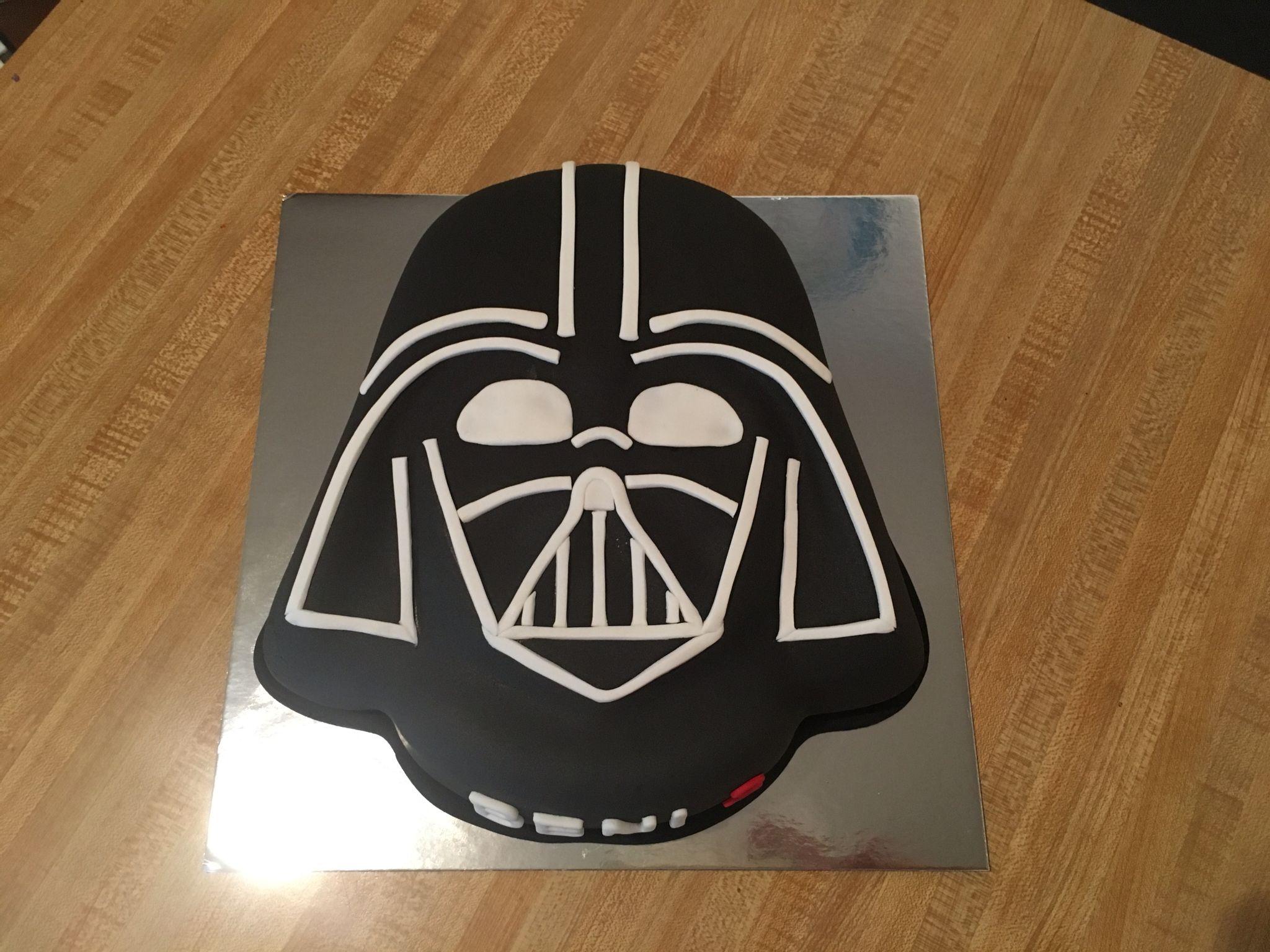 Darts Vader cake