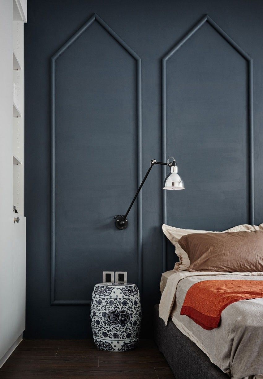 Muur met klassieke sierlijsten in slaapkamer | Slaapkamer ideeën ...