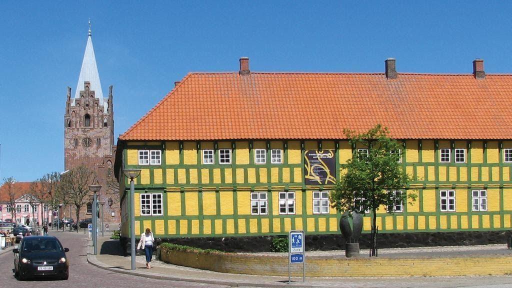 Tæt ved torvet i Grenaa ligger den gamle købmandsgård, Museum Østjylland Grenaa