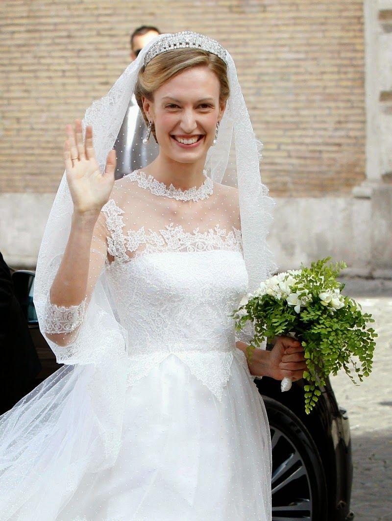 Wedding Of Prince Amedeo And Elisabetta Maria Rosboch Von Wolkenstein Royal Wedding Gowns Royal Brides Valentino Wedding Dress [ 1063 x 800 Pixel ]