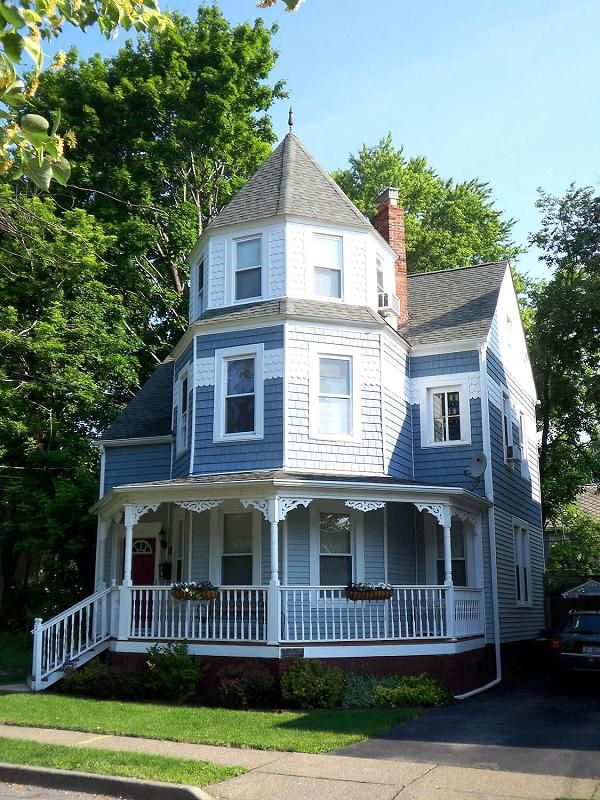 Obsessed With The Old Historic Victorian Houses 3 With Images Victorian Homes Modern Victorian Homes Victorian Style Homes