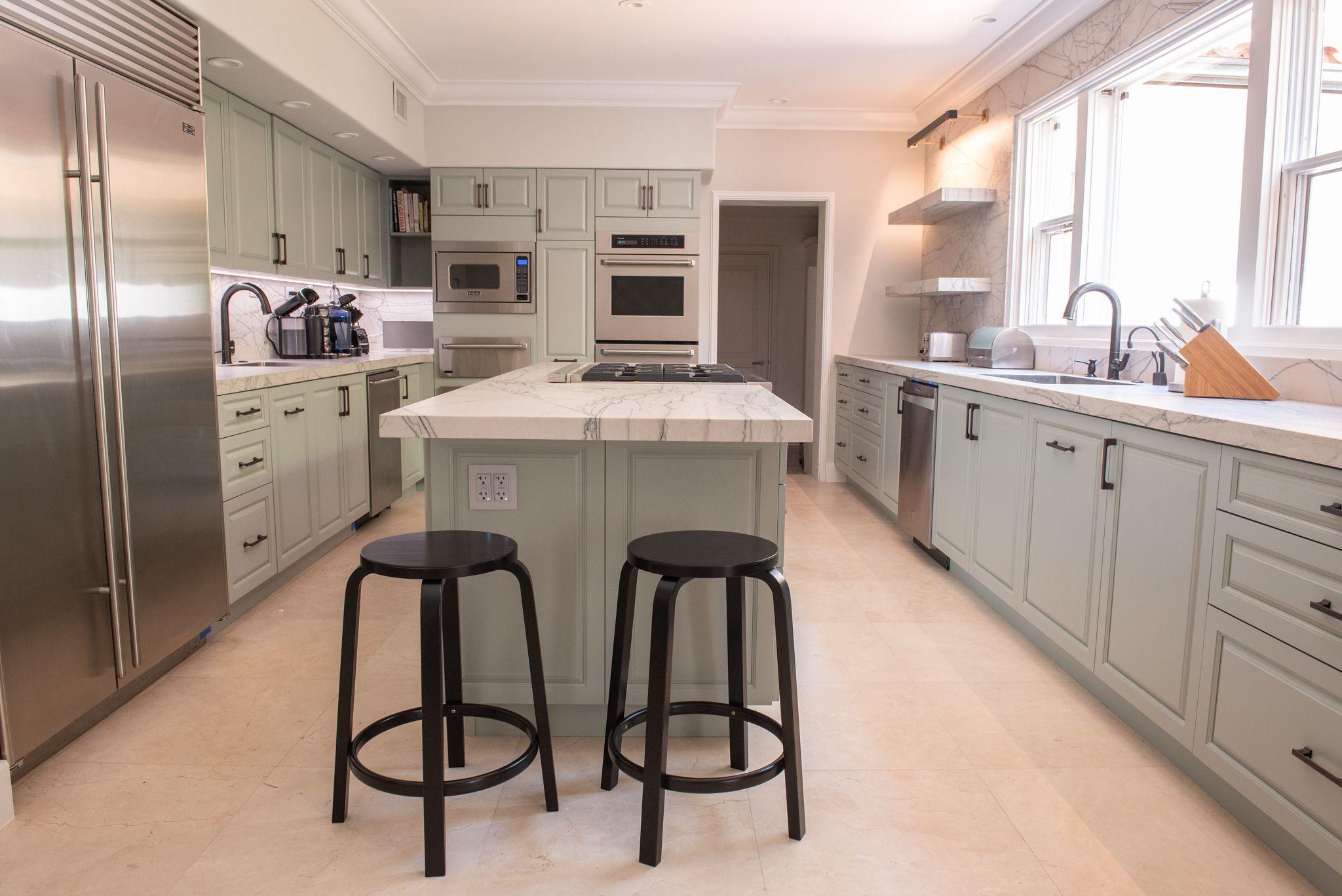 Modern Kitchen Remodel Done In A Silvermist Crystal Door In 2020 Modern Kitchen Remodel Home Kitchens Modern Kitchen