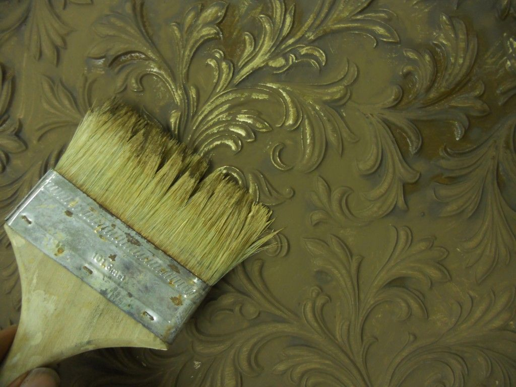 Painting Embossed Wallpaper With Pigments And Crescent Bronze Anaglypta Wallpaper Paintable Wallpaper Embossed Wallpaper