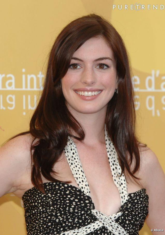 """Anne Hathaway à été élue meilleure bonne mine par le site de référence sur la mode et son actualité au service des marques """"pure trend"""""""