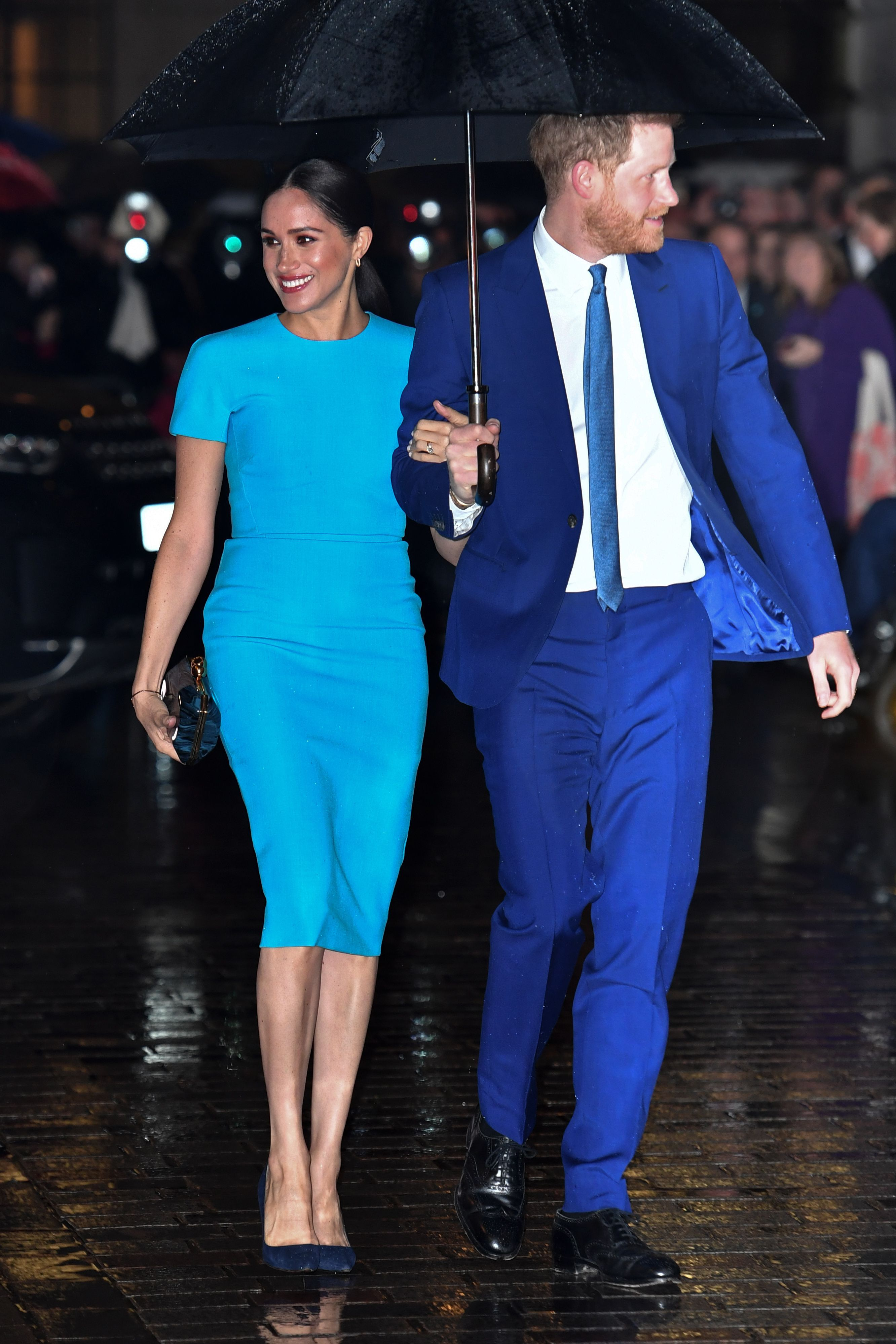 Meghan Markle Pops In Electric Blue Victoria Beckham Dress Her Go To Pumps At Endeavor Awards Victoria Beckham Dress Blue Dress Outfits Electric Blue Dresses [ 3996 x 2664 Pixel ]