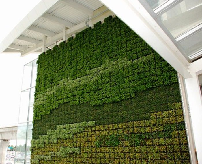 Green wall yvr airport canada line station vertical for Green wall vancouver