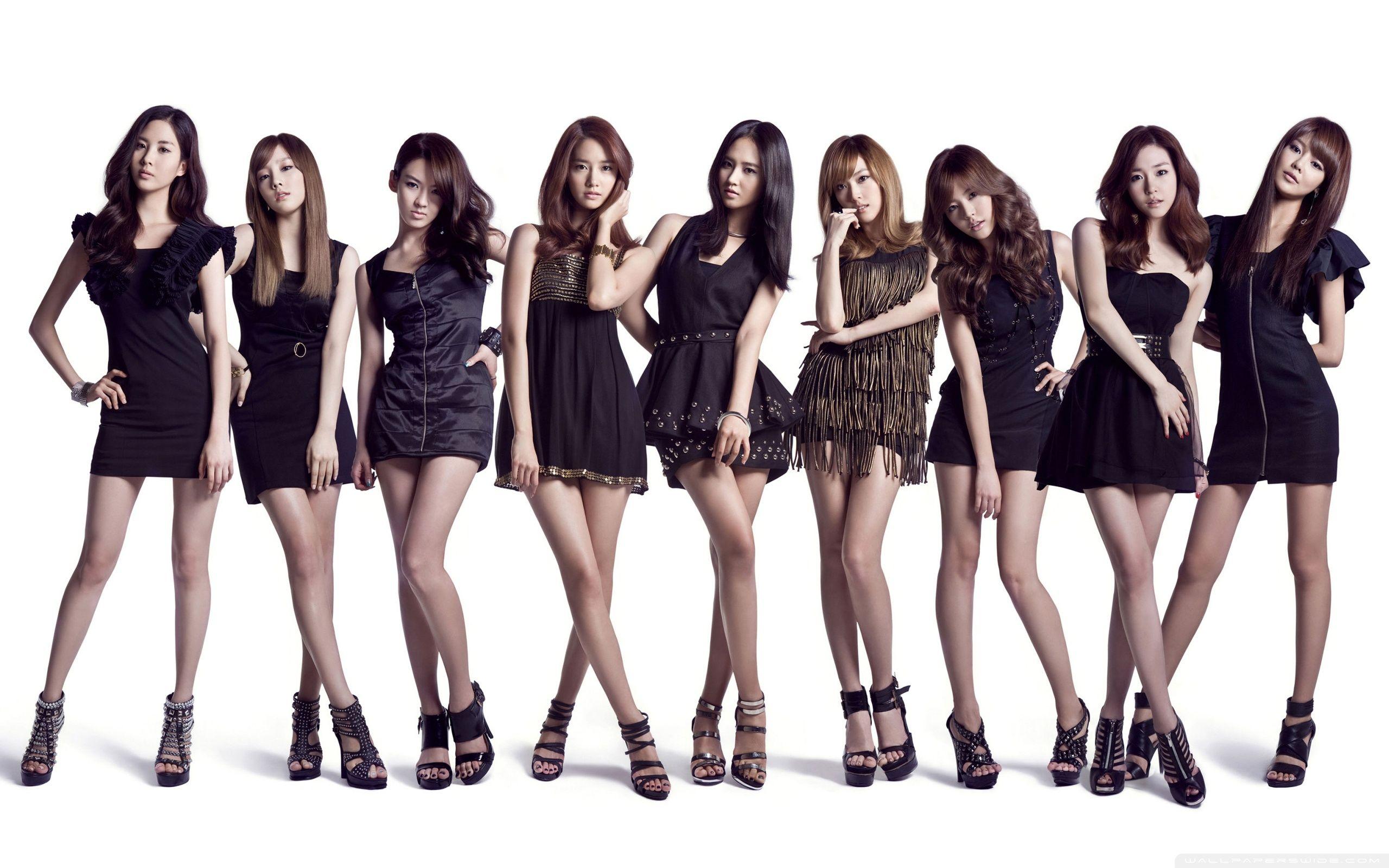 group-girls-black