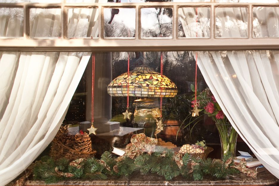 Interior, 30 Fancy Christmas Decorations Inside And Outside The House: Wonderful Christmas Decoration For Windows Area