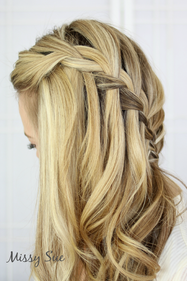 Peinados con trenzas cascada de lado