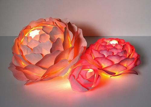 Paper flower centerpieces zipper 8 lighting rose for Painted paper flowers