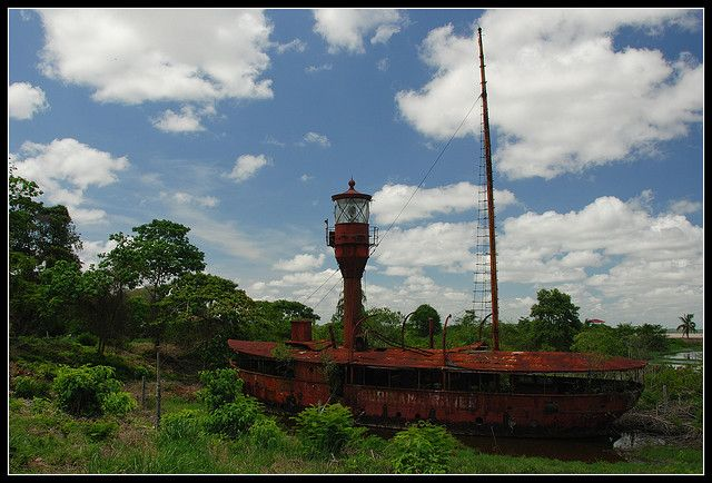 Lighthouse boat Suriname Rivier