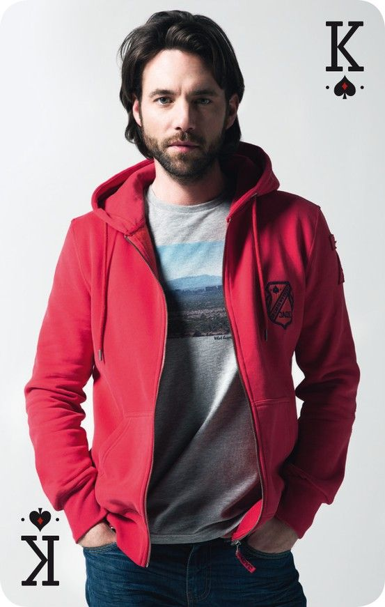 Look JAQK - Red JAM hoody and grey TRIPS t-shirt.