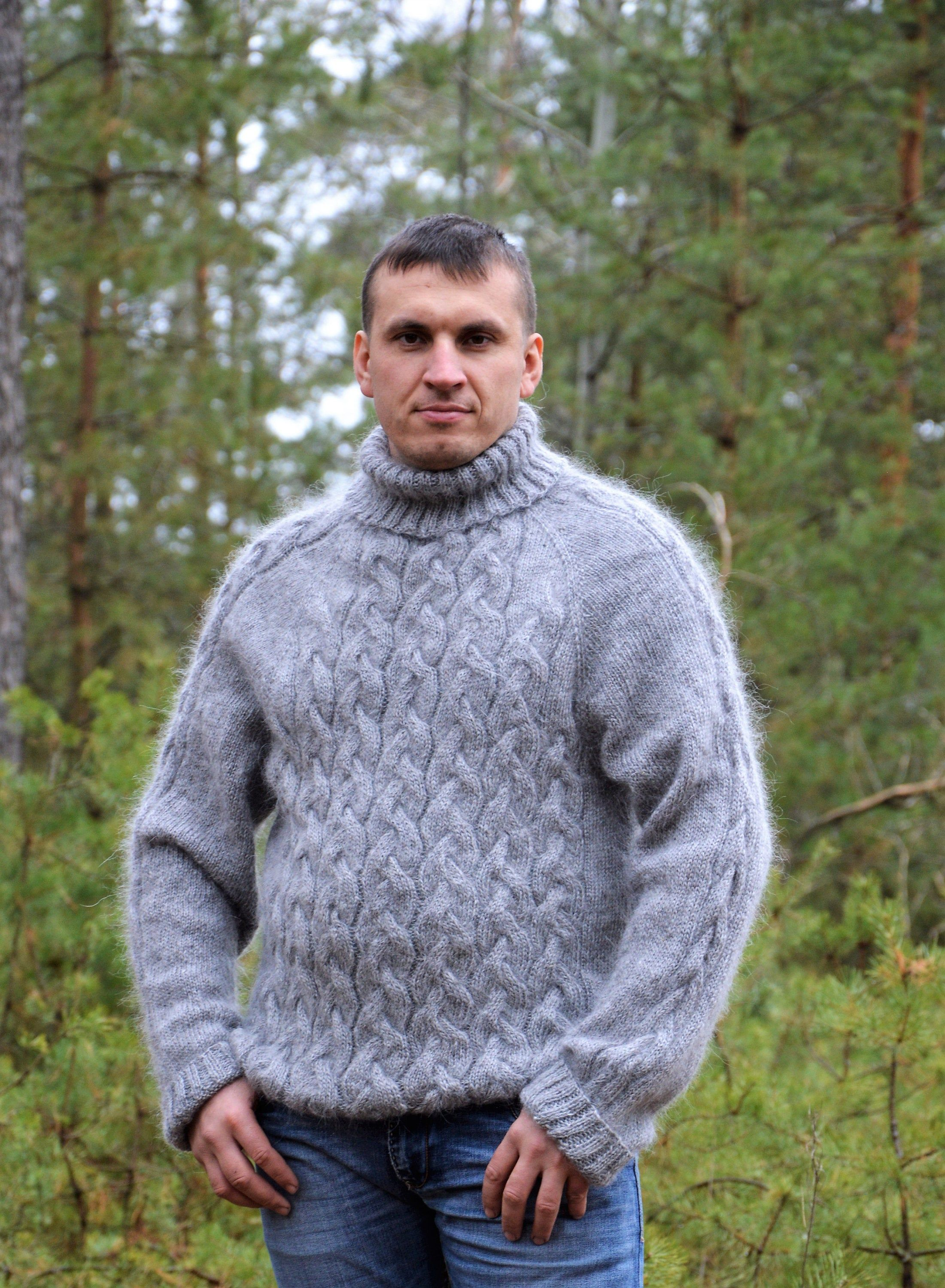 Warm knitted sweater made of cashmere and wool