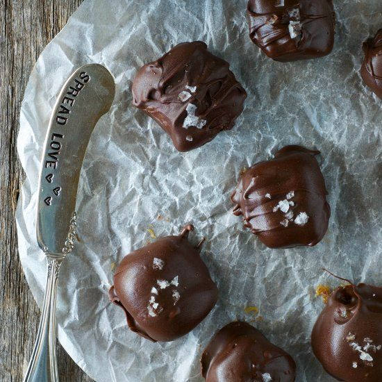 These paleo and dairy free caramels are coated in rich chocolate & garnished with flakey sea salt! No refined sugar! {GF +DF}
