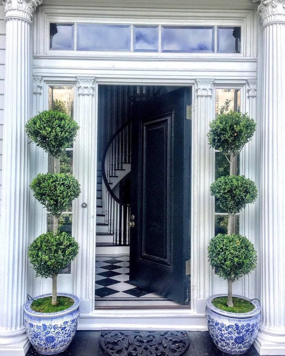 Citychic4ever On Instagram Soooo Charming Carolyne Roehm Archi Foyer Decorating Beautiful Houses Interior Front Door