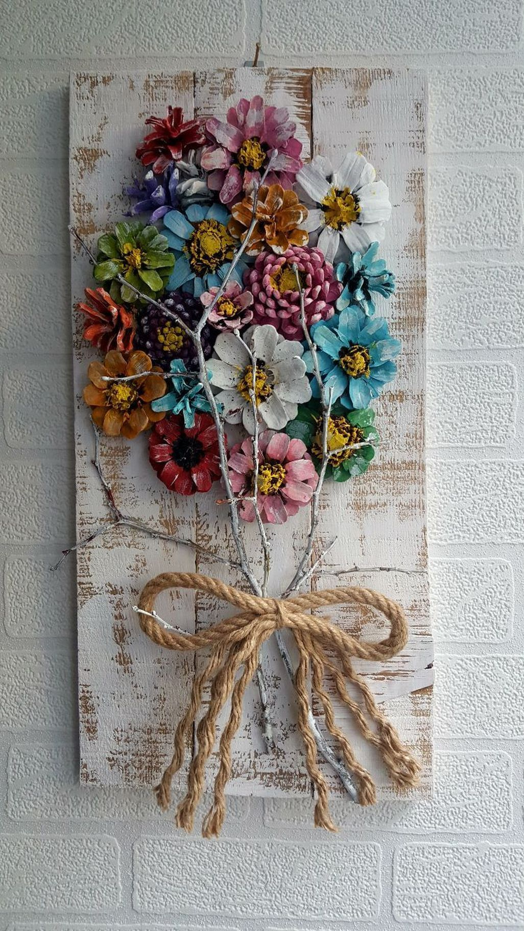 Gemalte Tannenzapfenblüten auf wiederverwertetem Scheunenholz #gemalte #scheunenholz #tannenzapfenbluten #wiederverwertetem – BuzzTMZ #pineconeflowers