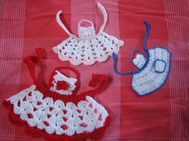EXPLICACIONES - crochetroo: Pequeños delantales - patrón de crochet ...