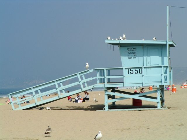 Google Image Result for http://campingcalifornia.org/images/santa-monica-beach-life-guard-station-baywatch.jpg