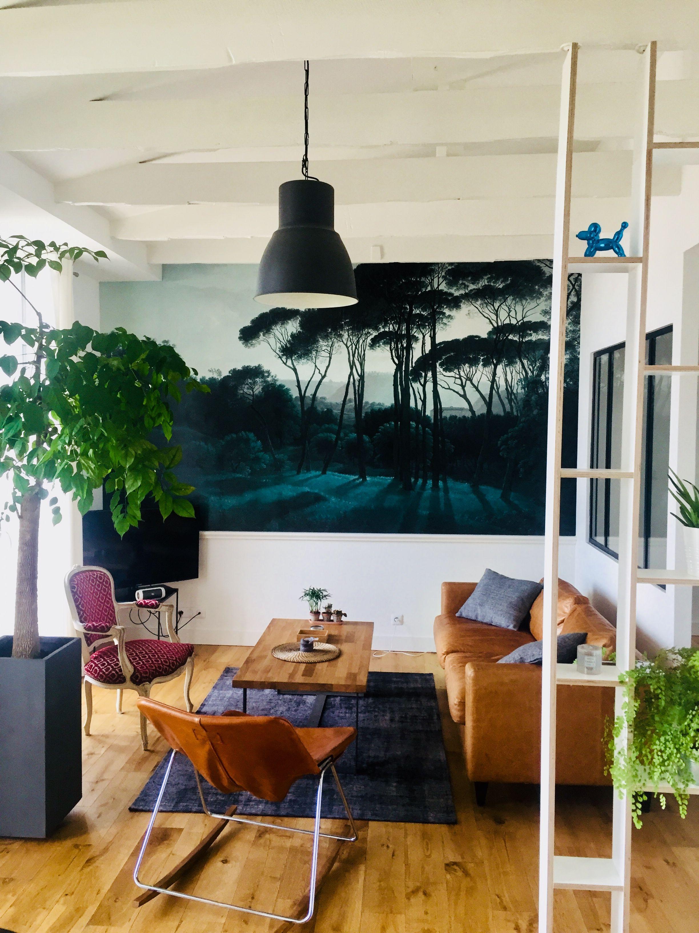 Le Decor Panoramique Pine Trees D Au Fil Des Couleurs Dans Un Salon Decor Mural Sur Mesure Disponible En Bout Deco Murale Salon Papier Peint Vert Papier Peint