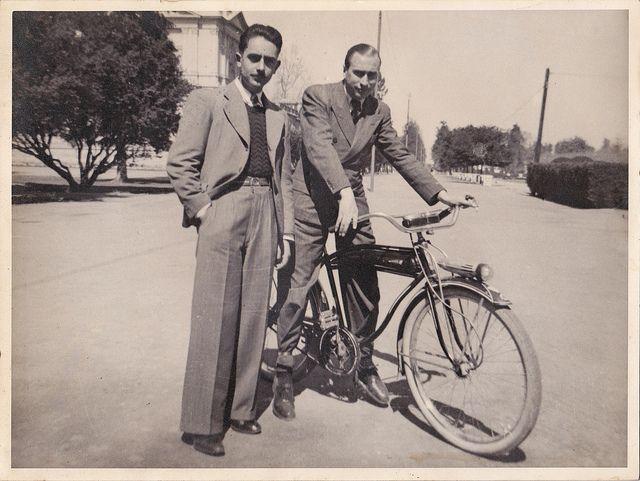 Mi abuelo y un amigo (en bici) by Claudio Olivares Medina, via Flickr