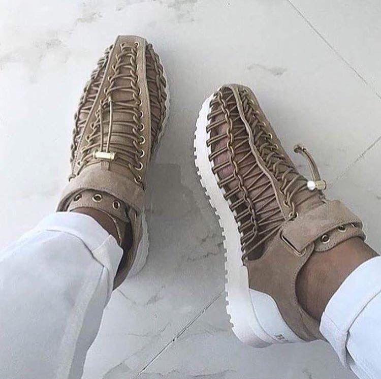 finest selection 1cc4a 4c4e6 Beautiful Shoes, Zapatos Shoes, Shoes Sneakers, Adidas Sneakers, Shoes  Heels, Beige