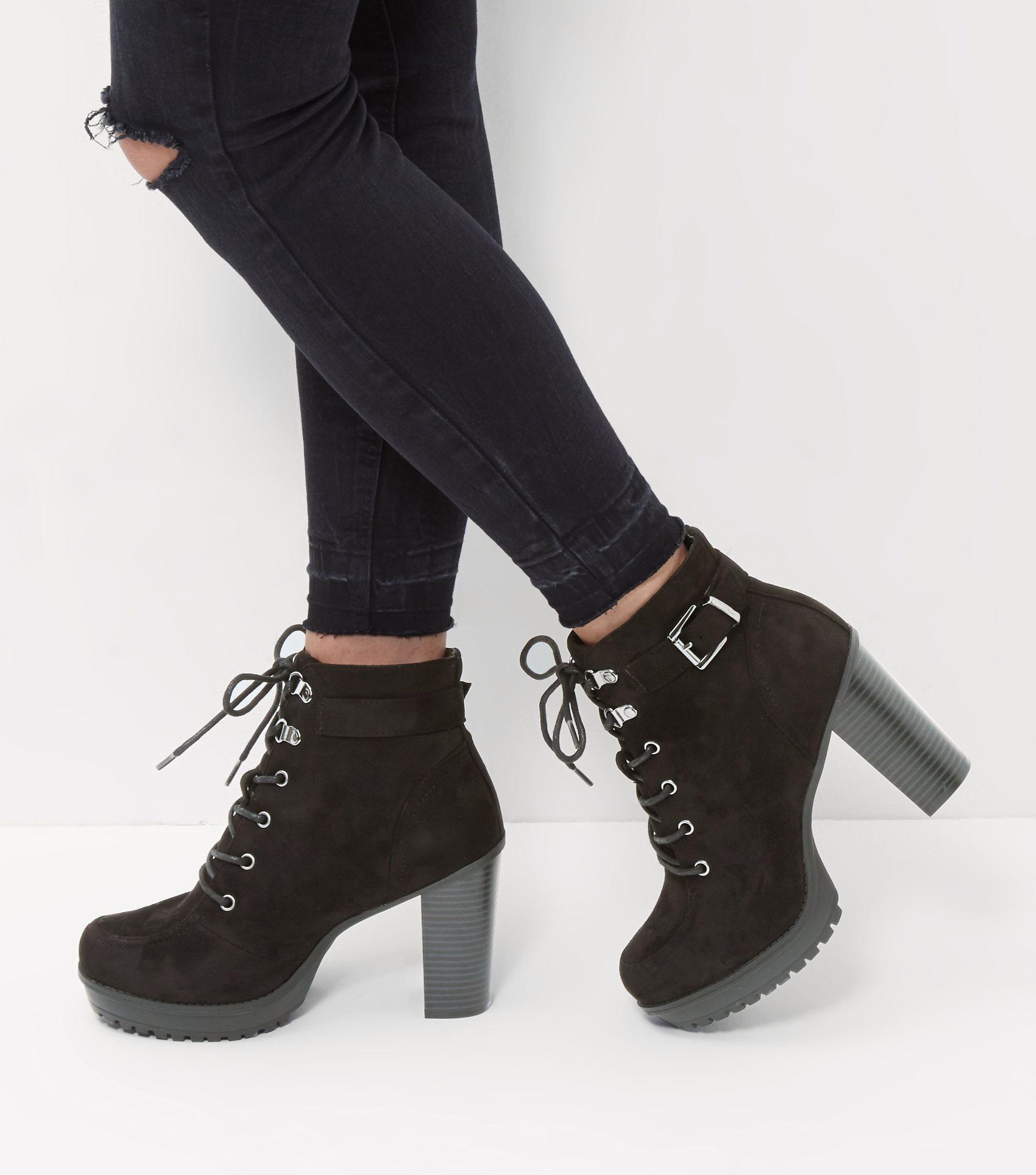 wide fit - bottes noires à lacets en suédine avec bride à boucle