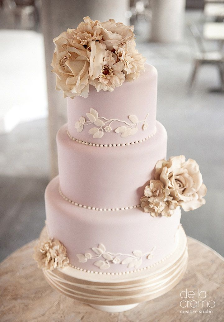 Blush wedding cake #weddingcake #cakes #wedding #weddingphotos #weddinginspiration #blush #wedding