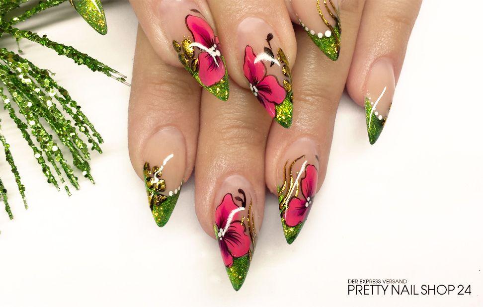 #trendstyle #stars #stiletto #flowers Der Mini-Stiletto erinnert an Frühling und saftig grüne Blumenwiesen. Durch die Modellage in entschärfter Form ist er alltagstauglicher aber nicht weniger schön als eine lange Variante, oder?