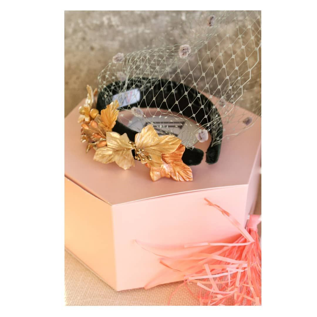 𝔻𝕚𝕒𝕕𝕖𝕞𝕒 𝕃𝕚𝕤𝕞𝕠𝕣𝕖 Sin Duda La Diadema Lismore Es Sinonimo De Boda Invitadaswhitevalerian Invitadaswv Diadema Gifts Gift Wrapping Wrap