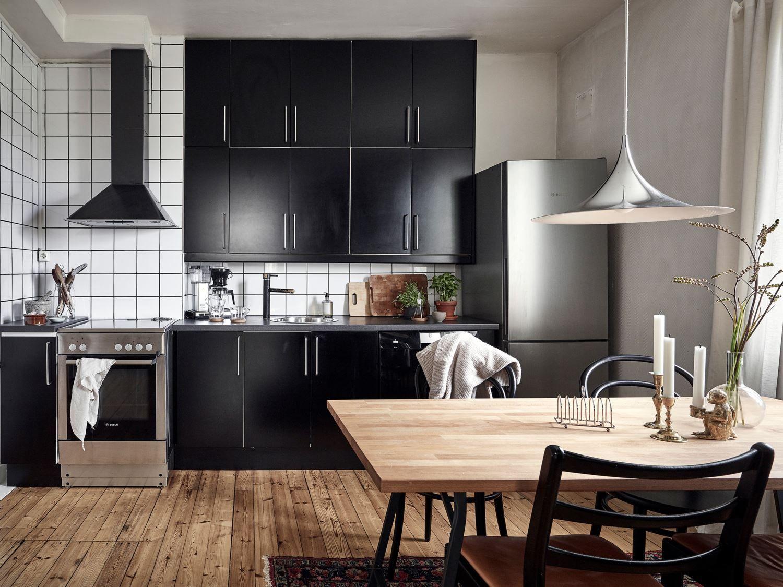 Cozy black kitchen kvwarteretmakleri | Pink kitchen ...