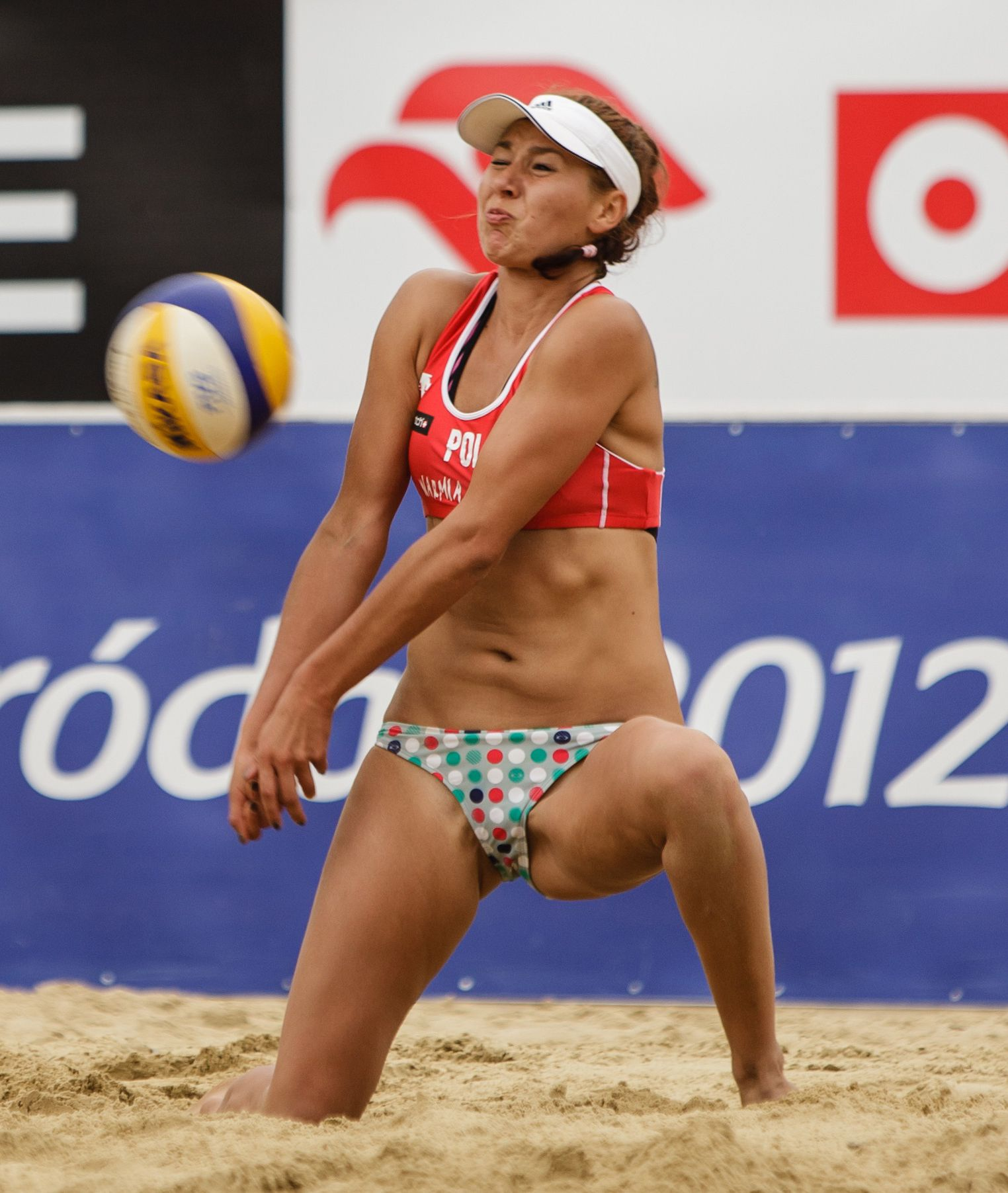 Pin By Ian Cortez On Beach Volleyball In 2020 Women Volleyball Beach Volleyball Gymnastics Girls