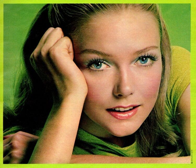 How to create the pretty retro pastel eye makeup look they loved back in the '60s & '70s