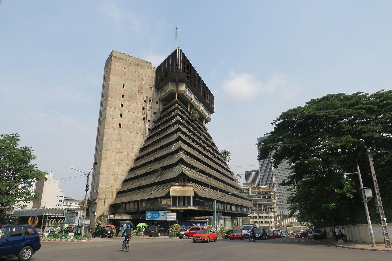 La Pyramide shopping arcade, Plateau, Abidjan, Côte d'Ivoire ...