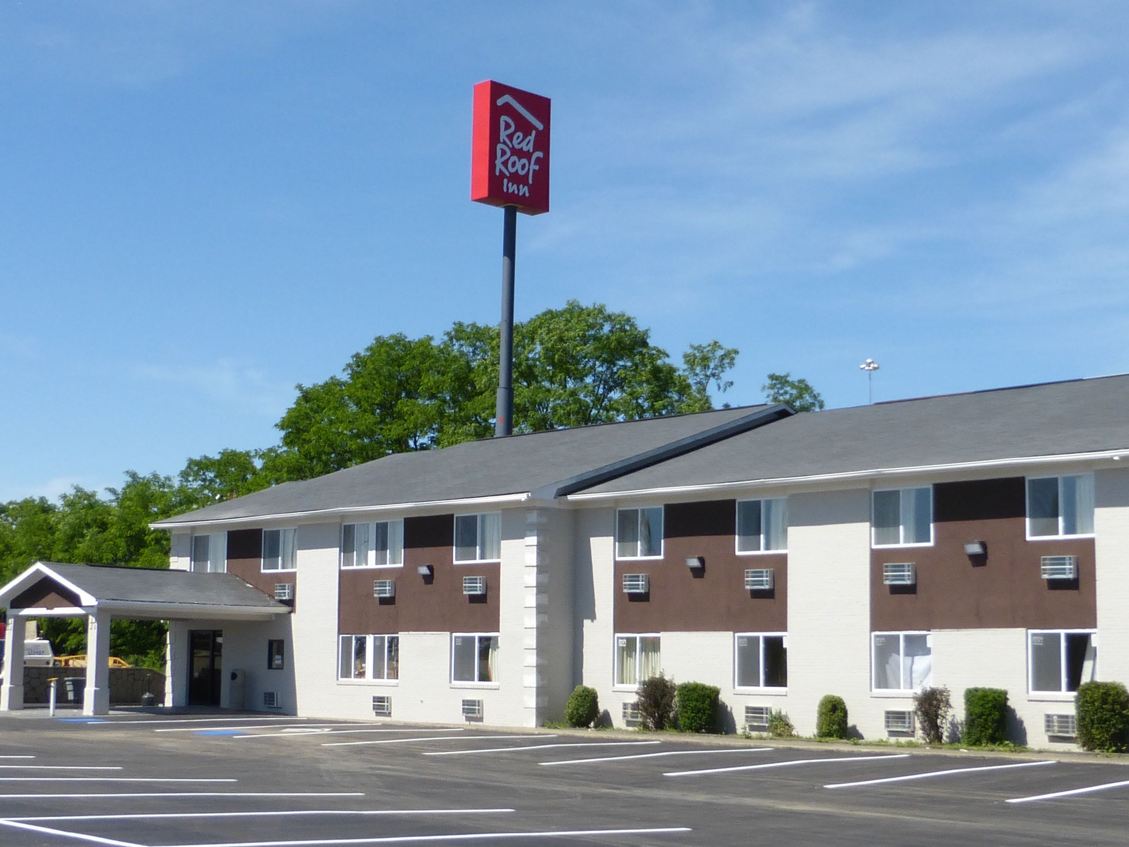 Budget Pet Friendly Hotel In Dry Ridge Ky 41035 Red Roof Inn Red Roof Inn Red Roof Dry Ridge