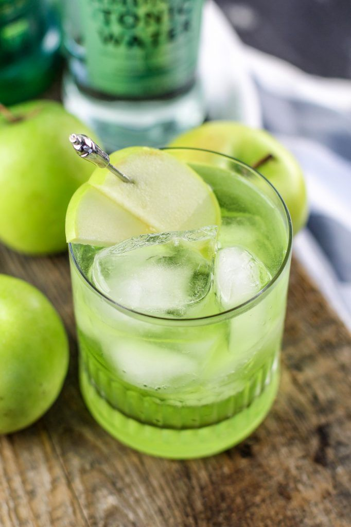 Irish sour apple cocktail recipe perfect for st patricks for Green alcoholic drinks recipes
