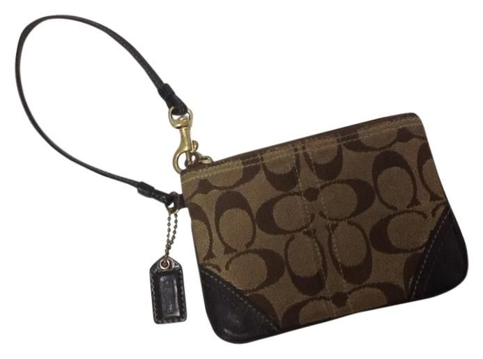 a3e6035223581 Coach Signature Wallet. Free shipping and guaranteed authenticity on Coach  Signature Wallet at Tradesy. Coach Signature wallet.