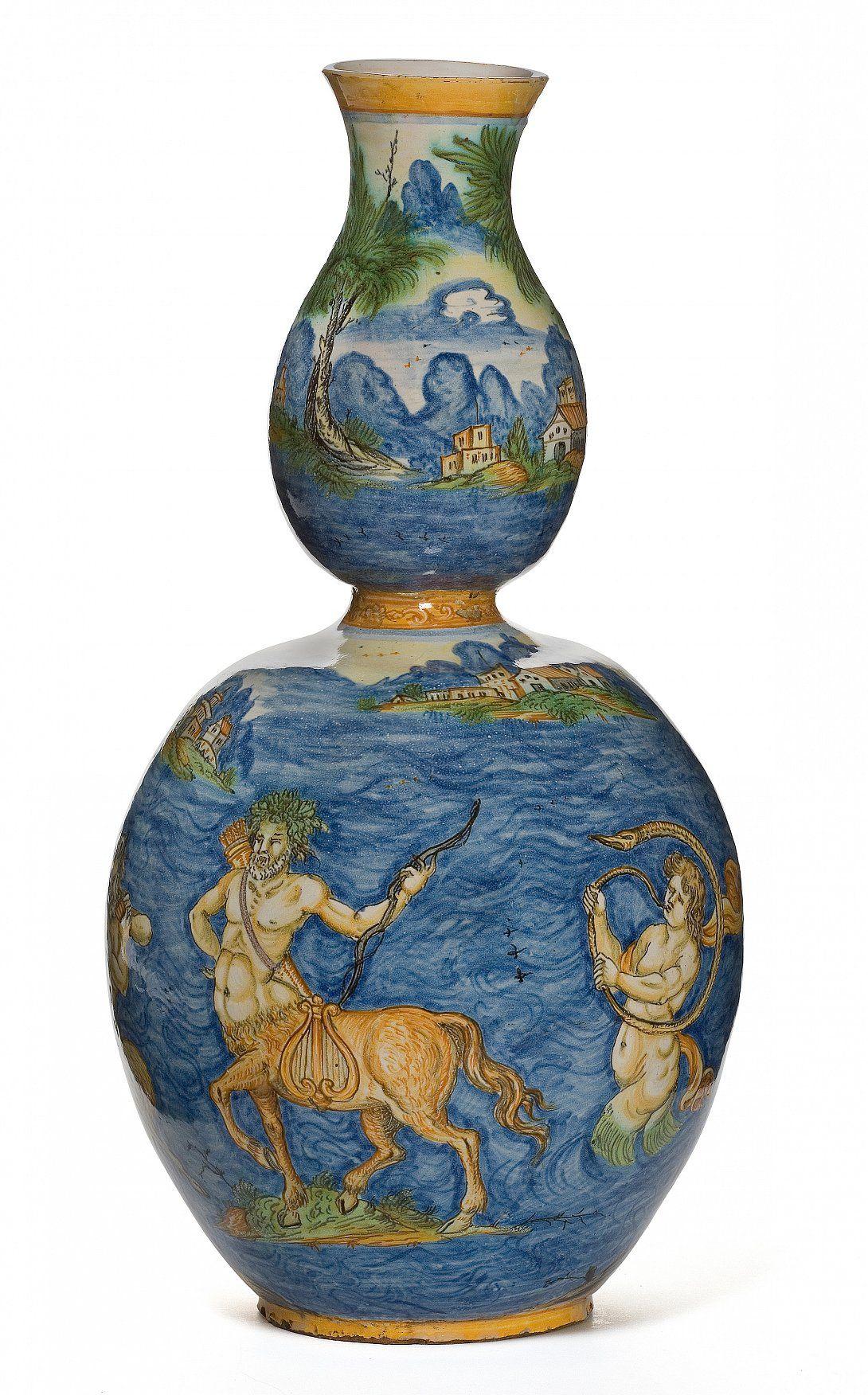 Vase calebasse, faïence, Nevers vers 1625-1650