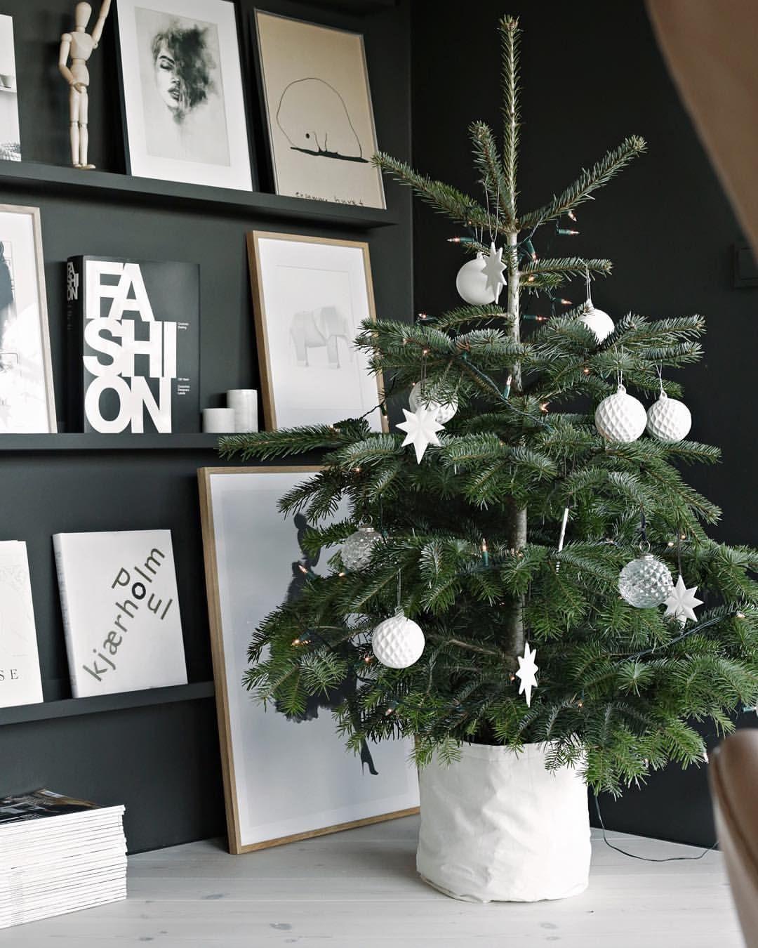 Wann Wurde Der Geschmückte Weihnachtsbaum Populär.Nina Holst Auf Instagram In The Reading Corner Christmastree