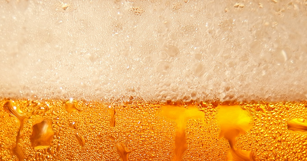 The Science Behind The Beer Foam The Head Of Beer Beer Alcoholic Drinks Foam