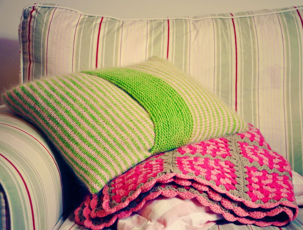 Knitted cushion cover instructions and pattern on how to knit app