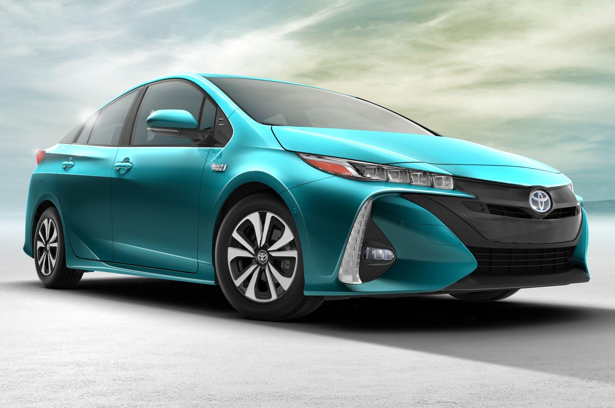 2017 Toyota Prius Prime Plug In Hybrid Review Motor Trend